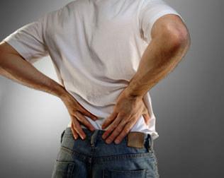 Los dolores en el lado izquierdo y detrás en la espalda